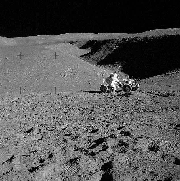 현재 NASA는 달 기지를 건설하는 데 1만2000t의 건축 자재가 필요하며 이는 지구에서 운송하는 데 1조 달러 이상의 거액이 필요하다고 추정한다.(사진=NASA)