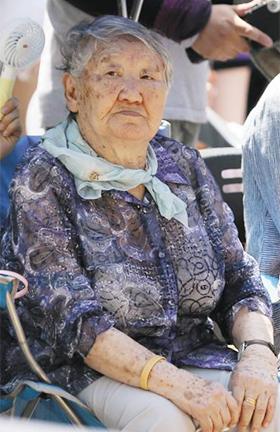 지난해 8월 14일 서울 종로구 옛 일본대사관 앞에서 열린 수요집회에 참석한 위안부 피해자 길원옥(92) 할머니. 정의기억연대 전신인 한국정신대문제대책협의회가 정부에 제출한 보고서에 따르면 길 할머니는 2016년 이전부터 치매를 앓아왔다. /고운호 기자