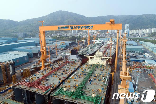 대우조선해양의 거제 옥포조선소에서 초대형원유운반선 4척이 동시에 건조되고 있다(대우조선 제공)© 뉴스1