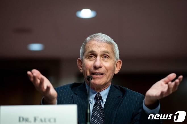 앤서니 파우치 미 국립알레르기·전염병연구소(NIAID) 소장이 지난달 30일 미 상원 청문회에 출석해 발언하고 있다. © AFP=뉴스1