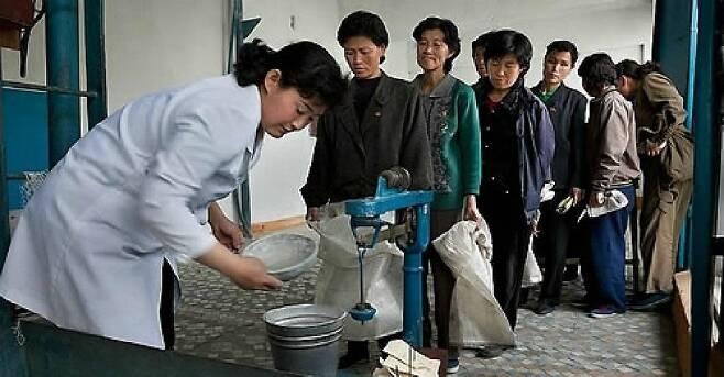 북한 쌀 배급 현장. (사진=연합뉴스/자료사진)