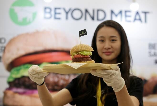 중국에서 판매되고 있는 비욘드미트 제품. /사진=로이터.