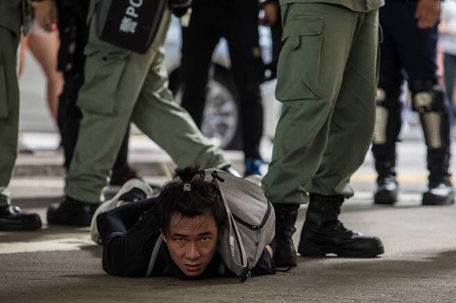 홍콩 '반 홍콩보안법' 시위에서 경찰에 진압된 시민/사진=AFP
