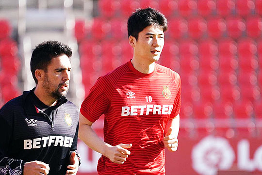 한국 축구 대표팀 리빙 레전드 기성용(사진 오른쪽)(사진=RCD 마요르카)