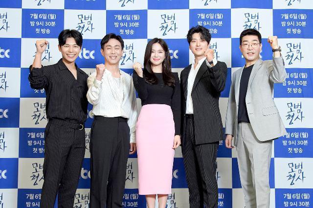 JTBC 새 월화드라마 '모범형사'가 6일 오후 9시 30분 첫 방송된다. JTBC 제공