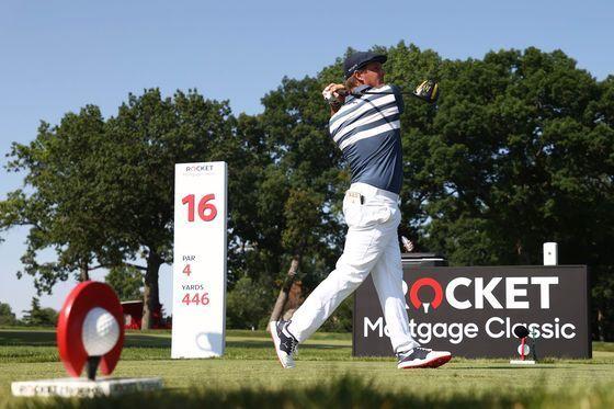 PGA 투어 로켓 모기지 클래식 최종 라운드 16번 홀에서 티샷하는 브라이슨 디섐보. [AFP=연합뉴스]