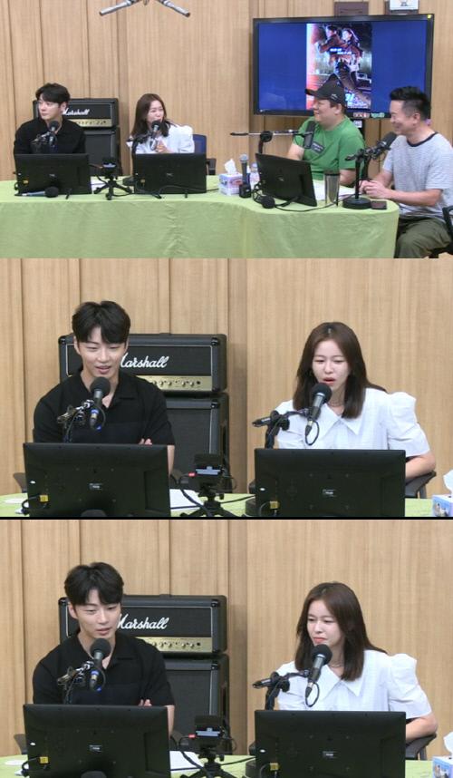 7일 방송된 SBS 파워 FM '두시 탈출 컬투쇼'에 배우 윤시윤(왼쪽)과 경수진이 게스트로 출연했다. 출처 SBS 라디오