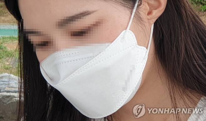 마스크 착용한 시민 [촬영 정유진]
