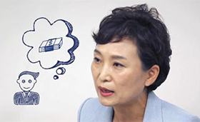 2017년 8월 4일 청와대 공식 유튜브 채널에 올라온 영상에서 김현미 국토교통부 장관이 취임 후 내놓은 첫 부동산 대책인 '8·2 대책'을 홍보하고 있다.