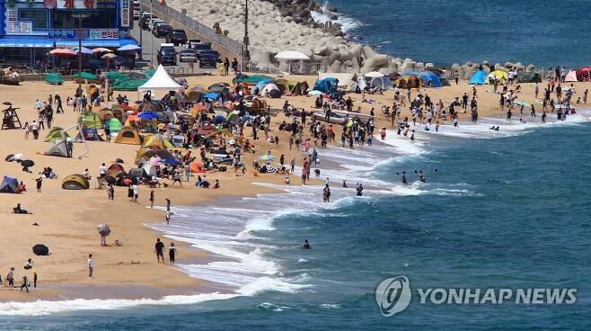 더위에는 바다가 최고 [연합뉴스 자료사진]
