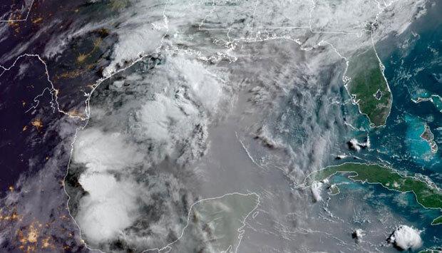 6월 23일(현지시간) 멕시코 상공을 뒤덮은 사하라사막발 먼지구름 위성사진./출처=NOAA