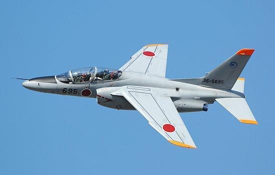가와사키에서 제작한 일본 항공자위대 T-4 훈련기는 항공자위대의 블루 임펄스 시범비행단에서도 사용한다. [가와사키]