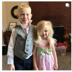 ] [서울=뉴시스] 맹견의 공격으로부터 여동생을 구해낸 미국의 6세 소년 브리지 워커의 용감한 행동이 미국에서 화제가 되고 있다. 브리지는 뺨에 큰 부상을 입어 2시간에 걸쳐 90바늘이나 꿰매야했다. 사진은 사고 전 브리지와 여동생의 모습. <사진출처:브리지 워커 인스타그램> 2020.07.16