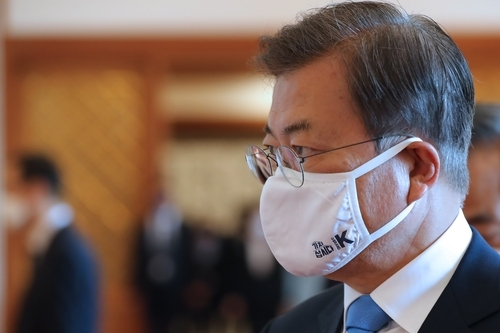 대통령 마스크에 새겨진 '가치삽시다' 김주성 기자