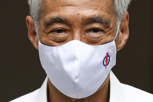 소속 당인 인민행동당 마스크 쓴 리셴룽 싱가포르 총리 AP