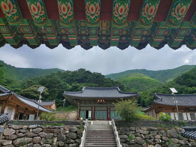 경북 봉화군 각화산 중턱에 있는 각화사 내부 전경. 김선식 기자
