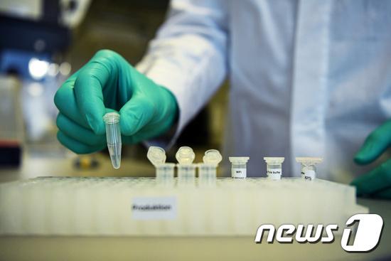 개발 중인 코로나 백신. © 로이터=뉴스1