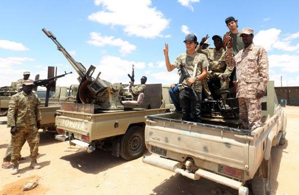 지난 20일 리비아 통합정부측 군인들의 모습/AFP 연합뉴스