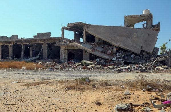 내전으로 폐허가된 리비아 수도 트리폴리의 쇼핑몰 /AFP 연합뉴스