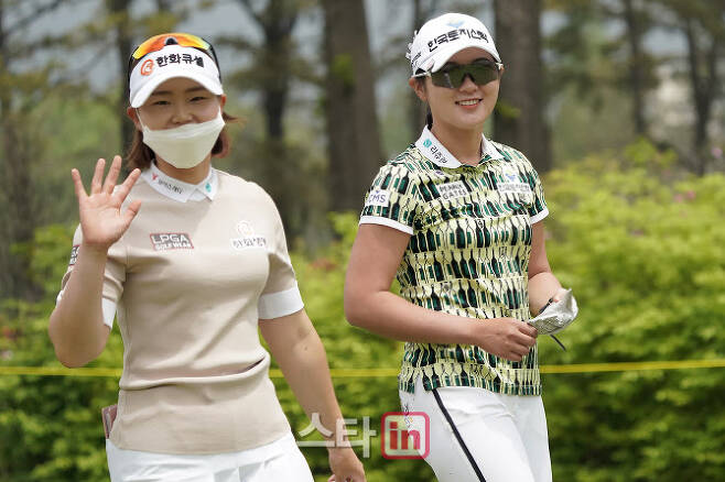 임희정(왼쪽)과 박현경. (사진=이데일리 골프in 박태성 기자)