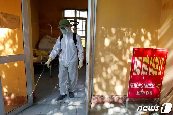 30일 베트남 하노이에서 방역작업이 이뤄지고 있다. © 로이터=뉴스1