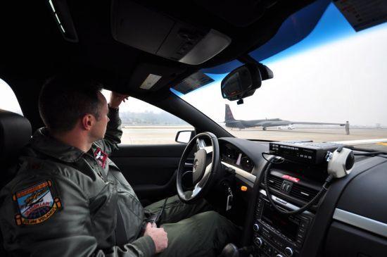 이스카의 역할도 바로 조종사가 안전하게 착륙할 수 있도록 U-2 뒤를 바짝 쫓아가며 착륙할 시점을 카운트다운 해준다.