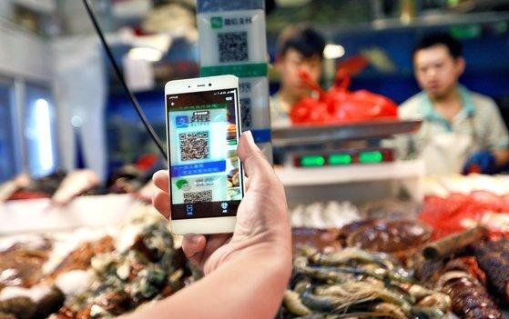 중국에선 알리페이 결제가 신용카드 결제보다 훨씬 더 많이 이뤄진다. [EPA=연합뉴스]