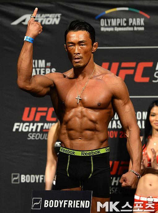 일본 파이터 추성훈이 2009~2015년 UFC 7경기를 치르면서 올린 평균소득이 정찬성 김동현 등 모든 한국인 종합격투기 선수를 능가한다는 통계가 공개됐다. 2015년 서울대회 계체 통과 후 추성훈. 사진=MK스포츠DB