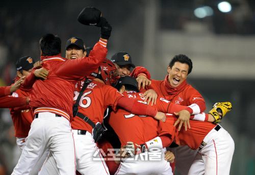 2008년 한국시리즈 우승 당시 SK 선수단. 강영조기자 kanjo@sportsseoul.com