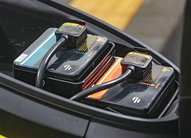 E2 듀얼은 64V 시스템으로 작동하며 42Ah의 메인 배터리와 20Ah의 보조 배터리 두 개가 장착됐다. 사진 양현용