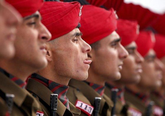 인도는 1962년 중국과의 국경분쟁에서 커다란 피해를 본 이후 절치부심하고 있다. 58년이 지난 지금도 마찰을 빚고 있다. 인도군의 모습. [로이터=연합뉴스]