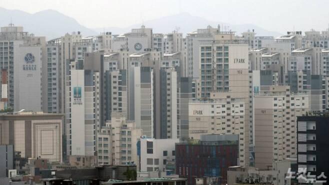 계약갱신·전월세상한제가 국무회의에서 통과된 31일 오후 서울 시내에서 바라본 아파트 단지. 이날 법 통과로 전세 품귀 현상이 광범위하게 나타날 것이라는 전망이 나온다.(사진=이한형 기자)