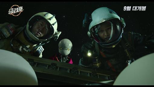 9월23일 개봉하는 영화 '승리호'의 한 장면. 우주 배경의 SF영화로 쓰레기 청소 우주선 승리호에 오른 선원들의 모험을 그린다. 사진제공 메리크리스마스