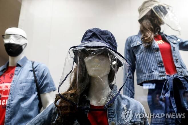 마네킹에도 얼굴 가림막 [마닐라 로이터=연합뉴스 자료 사진]