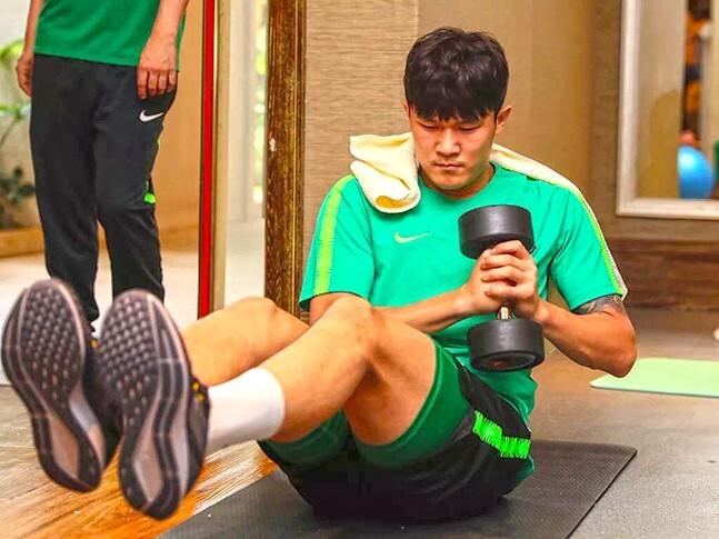 김민재가 여름 내내 유럽진출설에 휩싸인 가운데 베이징 감독은 '선수는 현재 최선을 다하고 있다'라며 중국 팬을 안심시켰다. 사진=중허 궈안 공식 홈페이지