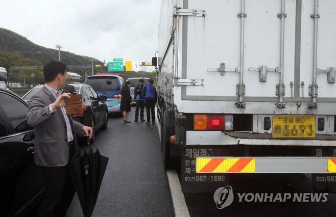 '95억 보험금' 만삭 아내 살해 사건 현장검증 [연합뉴스 자료사진]