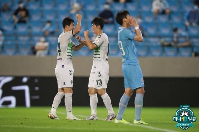 전북 에이스 김보경(가운데) [한국프로축구연맹 제공]
