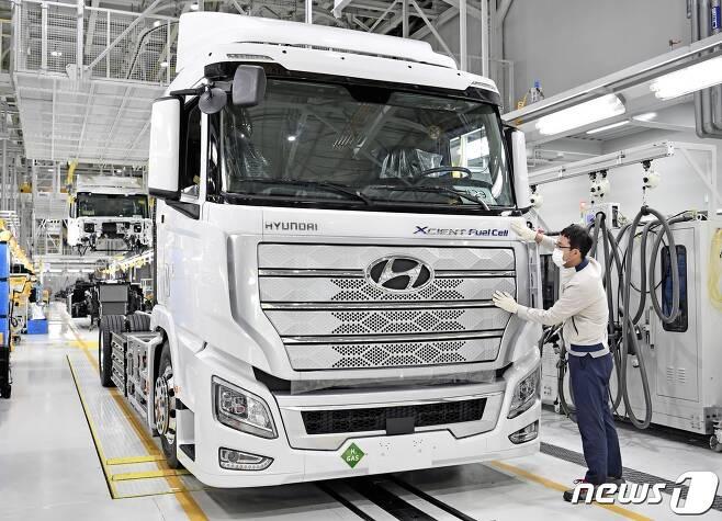 현대차가 세계 최초로 양산한 '엑시언트 수소전기트럭(XCIENT Fuel Cell)'(뉴스1DB)/뉴스1