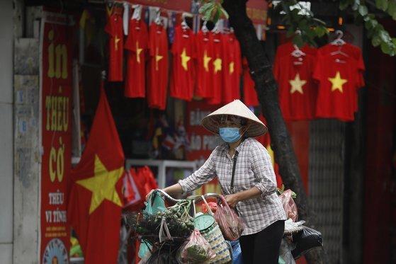 지금까지 코로나 사망자가 한 명도 없었던 베트남에선 지난달 31일 첫 사망자가 발생했다. 지금까지 누적 사망자는 21명이다. [EPA=연합뉴스]