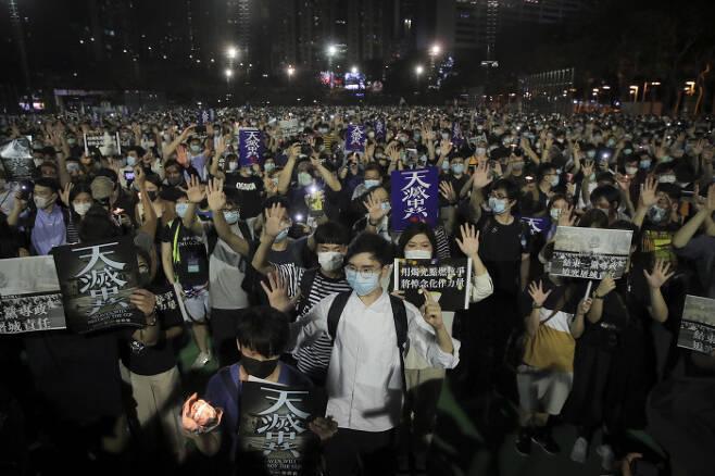 지난 6월 4일 민주화 운동 31주년 추모집회가 열린 홍콩 코즈웨이베이. AP연합뉴스
