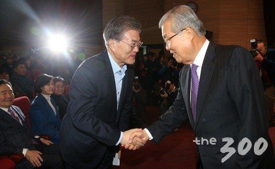 문재인 대통령과 김종인 미래통합당 비대위원장. 2016.1.17/뉴스1