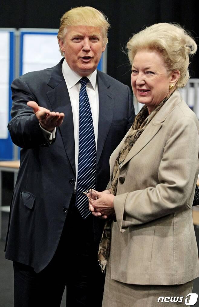 도널드 트럼프 미국 대통령(사진 왼쪽)과 그 누나인 메리앤 트럼프 배리. © AFP=뉴스1