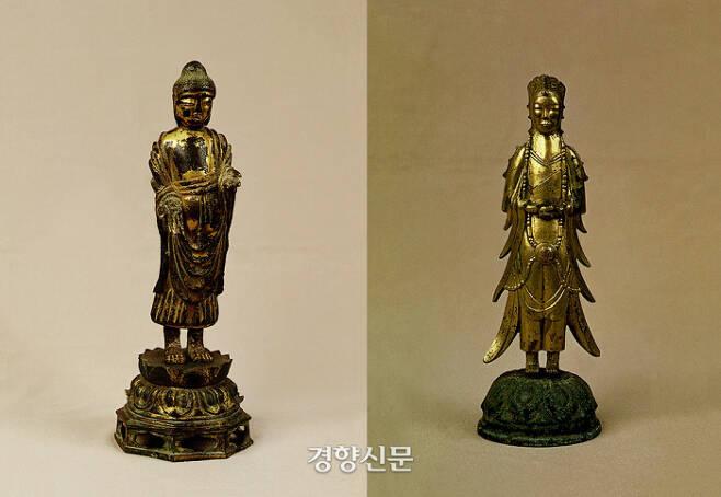 지난 5월 간송측이 경매에 내놓은 보물 제284호 금동여래입상(왼쪽)과 보물 제285호 금동보살입상. 이번에 국립중앙박물관이 구입했다.