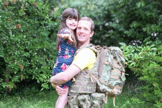 브래니건과 그의 딸 하스티. [트위터 캡처]