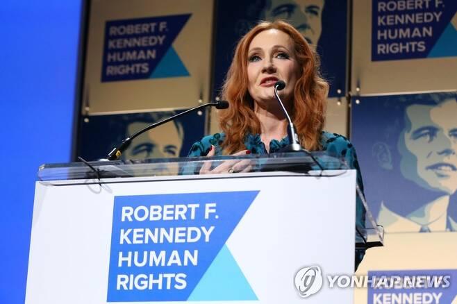 지난해 12월 로버트 F. 케네디 인권단체 시상식에 참석한 JK 롤링 [AFP=연합뉴스]