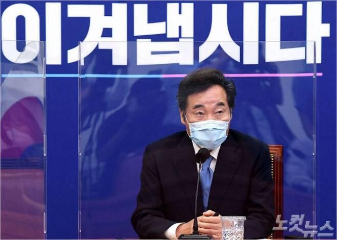 이낙연 더불어민주당 신임 대표가 31일 오후 서울 여의도 국회에서 열린 기자간담회에서 모두발언을 하고 있다. 박종민기자