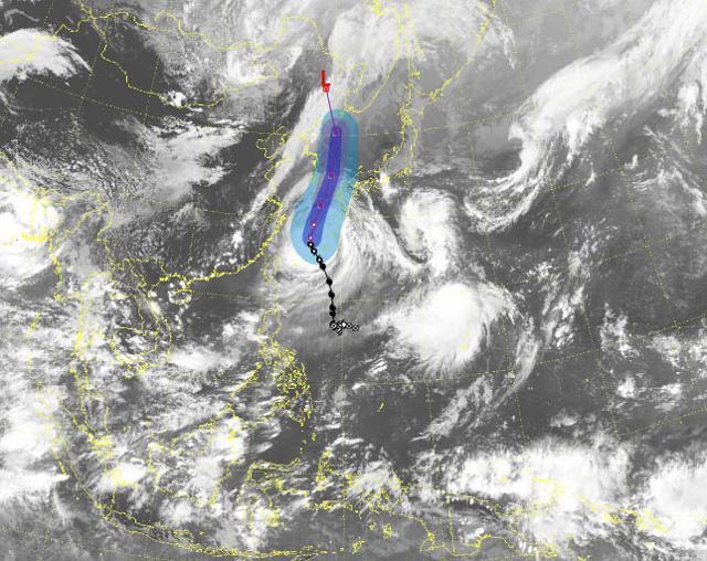 기상청은 매우 강한 제9호 태풍 '마이삭'이 1일 오후 3시기준 일본 오키나와 서북서쪽 약 220㎞ 부근 해상에서 북북동진하고 있다고 발표했다. 뉴시스