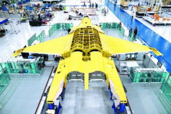 방위사업청은 지난 3일 한국항공우주산업(KAI) 공장에서 한국형 차세대 전투기(KF-X) 시제기 최종 조립에 돌입한다고 밝혔다. [방위사업청 제공]