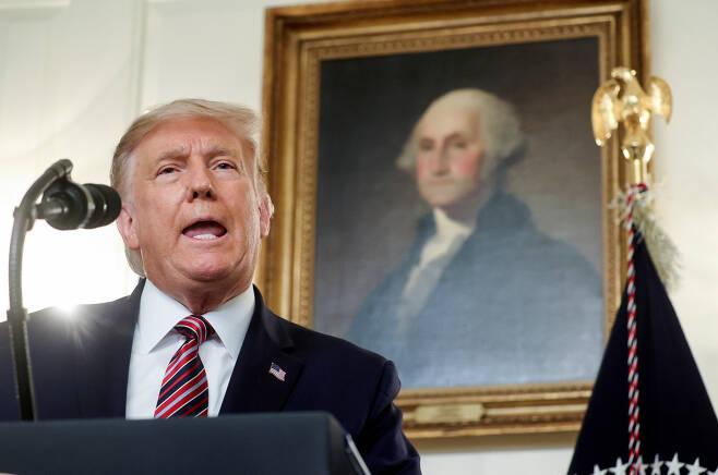 도널드 트럼프 미국 대통령이 9일(현지시간) 백악관 외교실에서 발언하는 모습. [로이터]