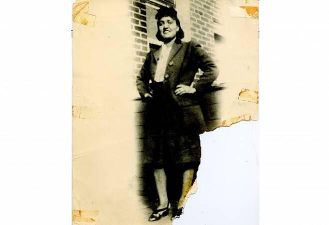 헨리에타 랙스는 1920년 8월 1일 미국 버지니아주에서 태어났다. 이후 1951년 자궁경부암으로 31세의 나이로 세상을 떠났지만 그에게 채취한 세포는 불멸의 세포주가 돼 지금까지 연구실에서 널리 사용되고 있다. 탄생 100주년을 맞아 많은 과학자와 의학자들이 그를 기리는 한편, 본인의 동의 없이 이뤄진 검체의 활용에 대해 제도적 보완장치를 고민하고 있다. 동아일보 DB